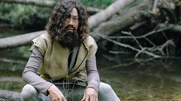 Hoài Linh hóa người rừng trong phim hài Tết