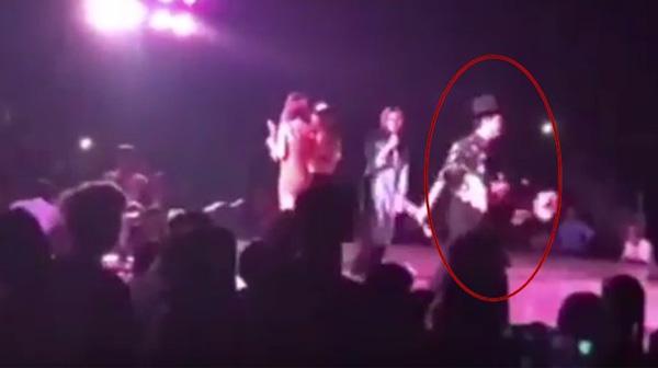 Trường Giang bỏ diễn khi bị khán giả ném chai lên sân khấu